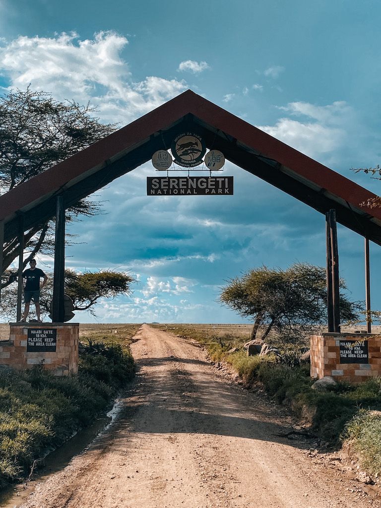 Serengeti Natioalpark gate