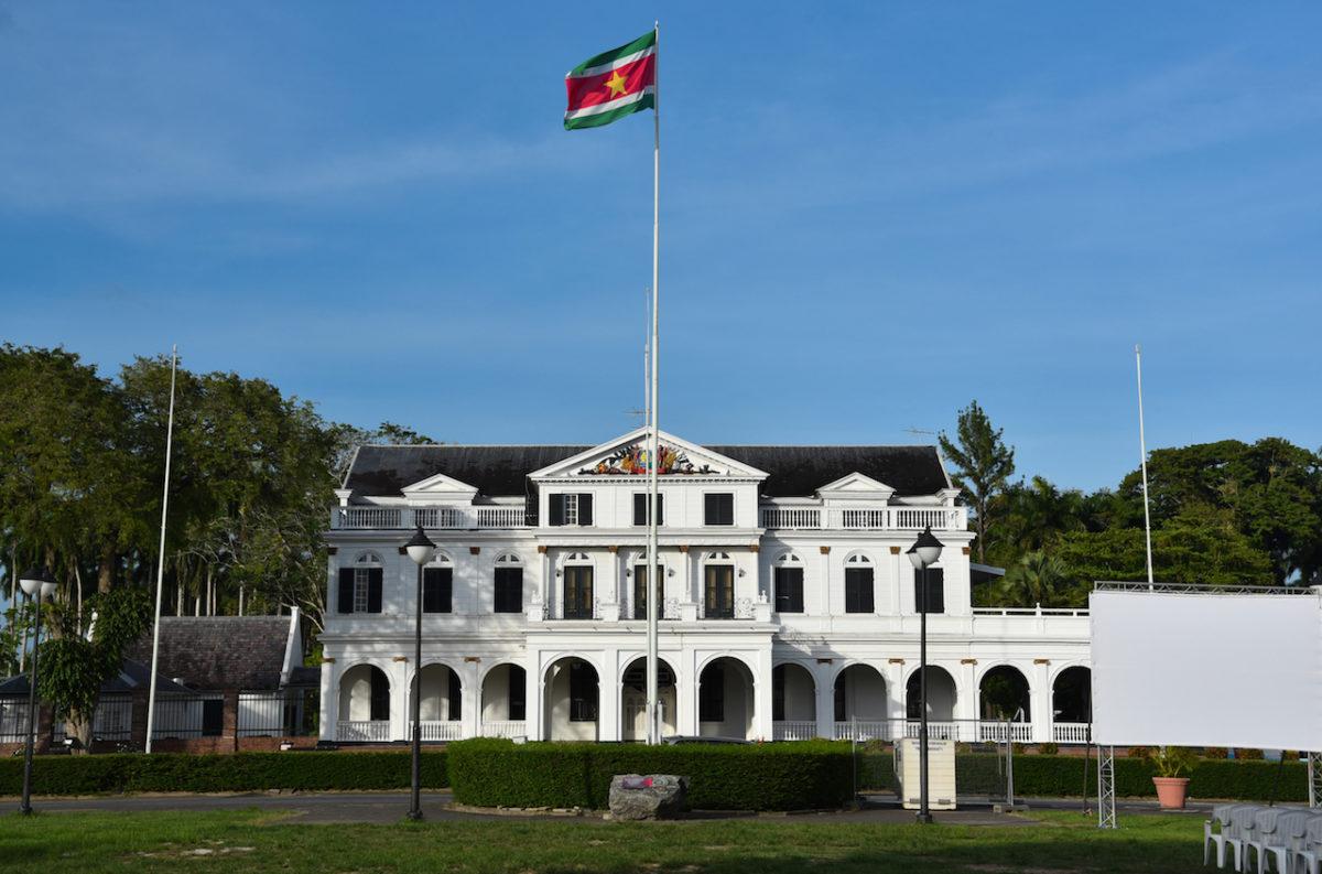 Palast, Präsident, Suriname flag