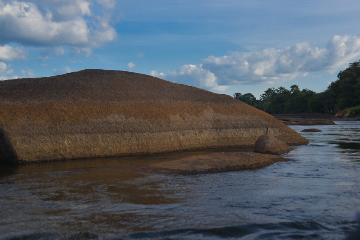 Waterlevel, rocks, Suriname,